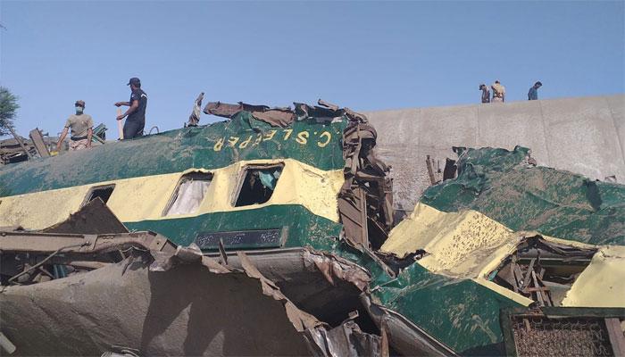 گھوٹکی: ٹرین حادثے میں ہلاکتیں 62 ہوگئیں