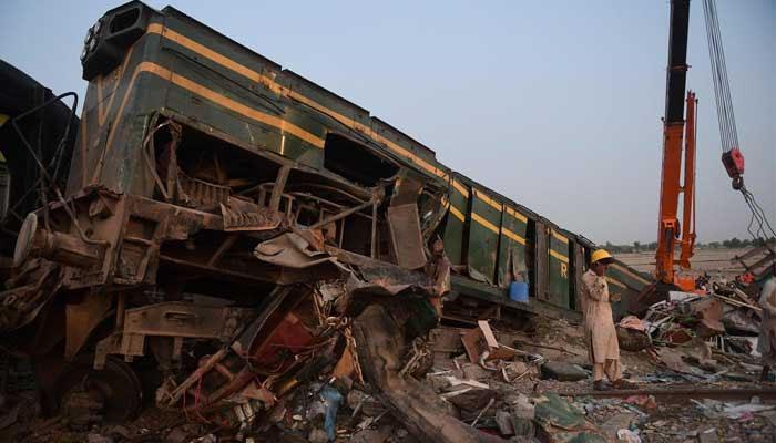 ڈہرکی ٹرین حادثے میں 11 باراتی بھی جاں بحق ہوئے