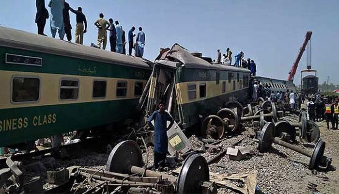 ڈھرکی ٹرین حادثہ، کراچی سے اندرون ملک جانے والی 15ٹرینیں منسوخ