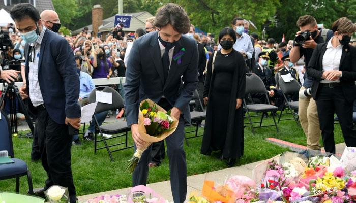 جسٹن ٹروڈو کی مسجد کے باہر پاکستانی خاندان کی یاد میں منعقدہ تقریب میں شرکت