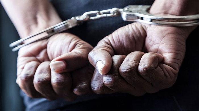 شاہ فیصل کالونی سے اسٹریٹ کرائم میں ملوث پولیس اہلکار گرفتار