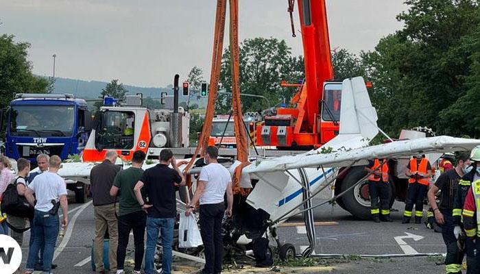 جرمنی میں ایک انجن والا طیارہ گر کر تباہ