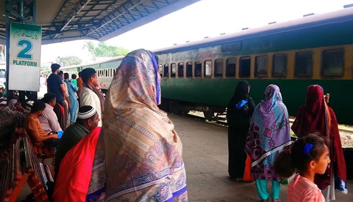ریلوے آپریشن معمول پر نہ آسکا، ٹرینیں تاخیر کا شکار