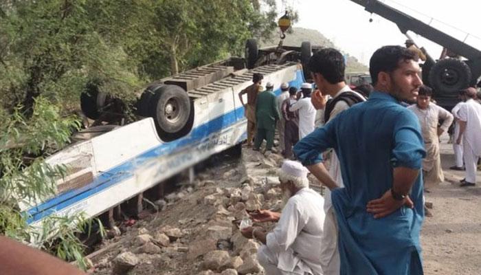 Coach crash kills 18 near Khuzdar