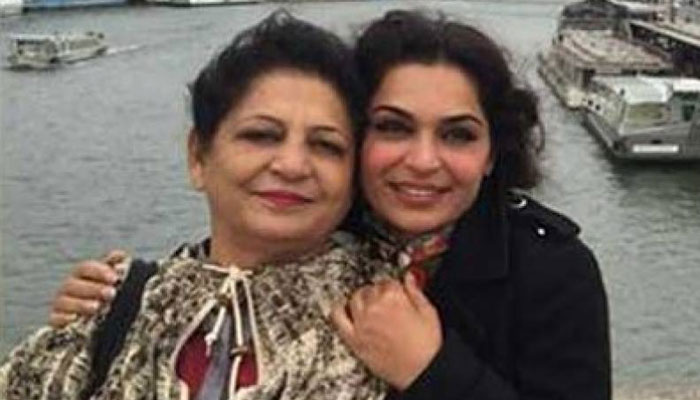 Five arrested for occupying Meera's mother's plaza