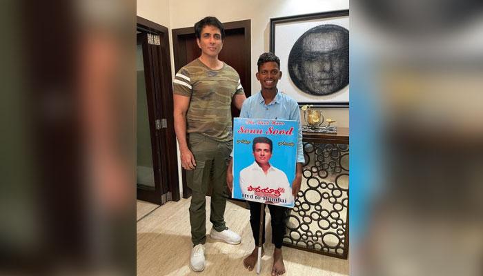 مداح سونو سود سے ملاقات کیلئے ننگے پاؤں حیدرآباد سے ممبئی پہنچ گیا