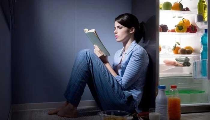 غیرمعیاری خوراک اور ناشتہ نہ کرنے سے خواتین ذہنی دباؤ میں مبتلا ہوتی ہیں، تحقیق