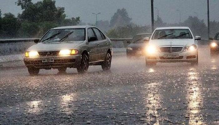 ملک کے مختلف علاقوں میں تیز ہواؤں کے ساتھ بارش