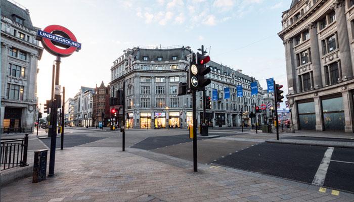 برطانیہ: کورونا پابندیوں میں خاتمے میں ایک ماہ کی تاخیر کا امکان