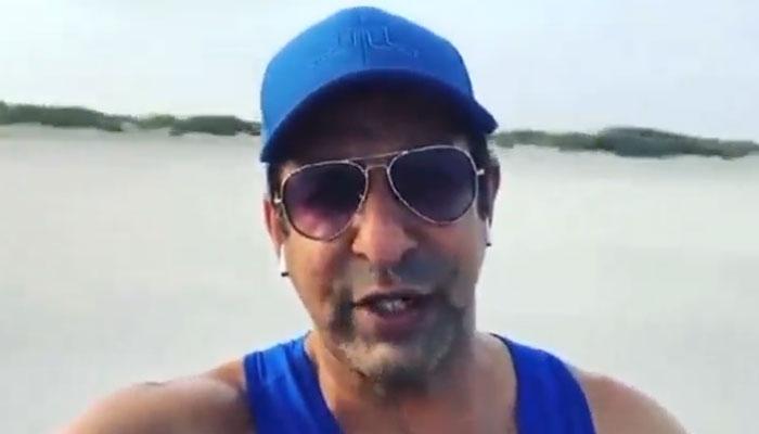 وسیم اکرم ابوظبی کے ساحل پر پہنچ گئے