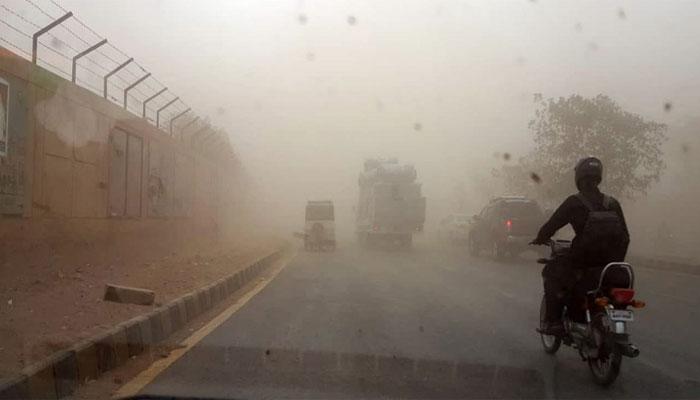 فیصل آباد: آندھی سے دیوار گر گئی، 2 موٹر سائیکل سوار جاں بحق
