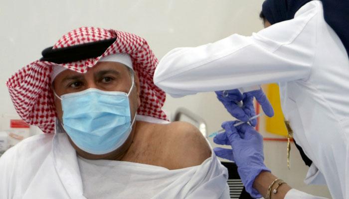 سعودی عرب: یکم اگست سے ویکسین نہ لگوانے والوں کا عوامی مقامات پر داخلہ بند