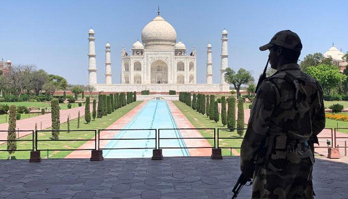 بھارت میں کورونا پابندیوں میں نرمی، تاریخی تاج محل کھولنے کا اعلان