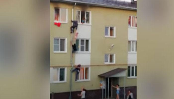 روس: عمارت میں خوفناک آگ بھڑک اٹھی، ویڈیو وائرل