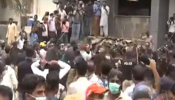 کراچی: الٰہ دین پارک میں تجاوزات آپریشن، ہنگامہ، کئی زخمی