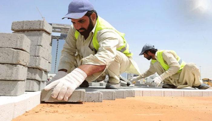 سعوی عرب میں مزدوروں سے دھوپ میں کام لینے پر پابندی پر منگل سے عملدر آمد