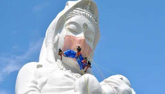 کورونا کے خاتمے کی دعا، جاپان میں دیوی کے مجسمے کو ماسک پہنادیا گیا