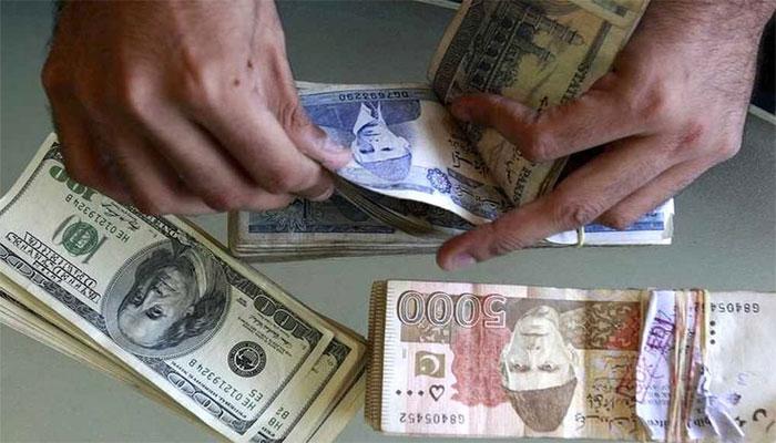 انٹربینک میں ڈالر کی قدر میں اضافہ، اوپن مارکیٹ میں کمی