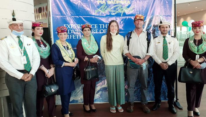 پی آئی اے کی پہلی ایئر سفاری پرواز اسلام آباد سے روانہ