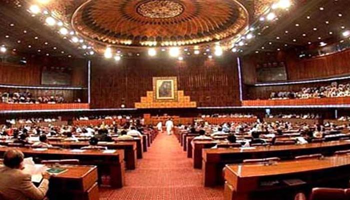 قومی اسمبلی میں بجٹ پر بحث، حکومتی ارکان آپس میں الجھ پڑے