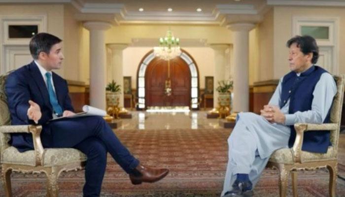 پی ٹی آئی خواتین رہنما وزیراعظم عمران خان کے حق میں میدان میں آگئیں