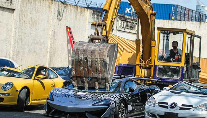 فلپائن میں 34 لگژری گاڑیوں کو تباہ کردیا گیا