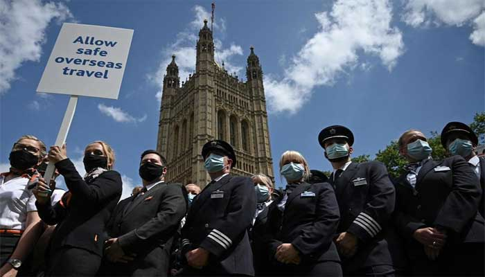 برطانیہ: بین الاقوامی سفری پابندیاں ختم کرنے کیلئے پارلیمنٹ کے سامنے مظاہرہ