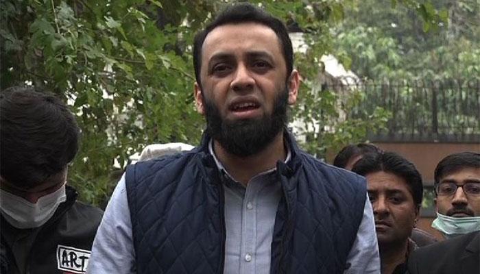 شہزاد اکبرکی نوکری کو خطرہ ہے: عطاء تارڑ