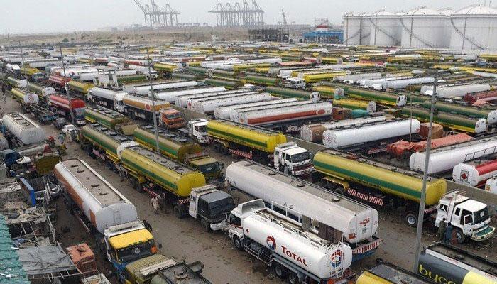 کراچی:چند تیل کمپنیوں کی آج سے پیٹرول سپلائی پر معذرت