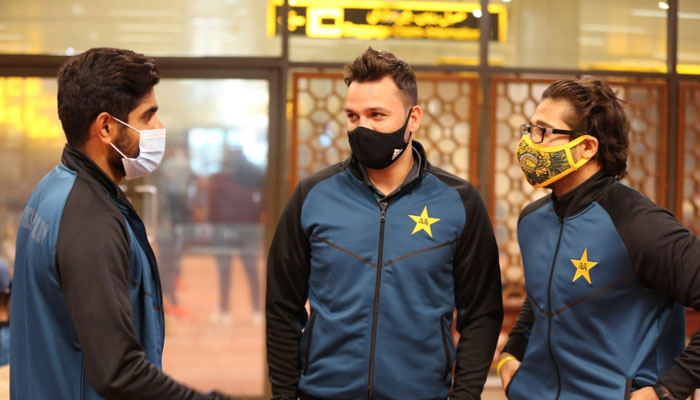 لاہور:پاکستان کرکٹ اسکواڈ خصوصی طیارے سے انگلینڈ روانہ