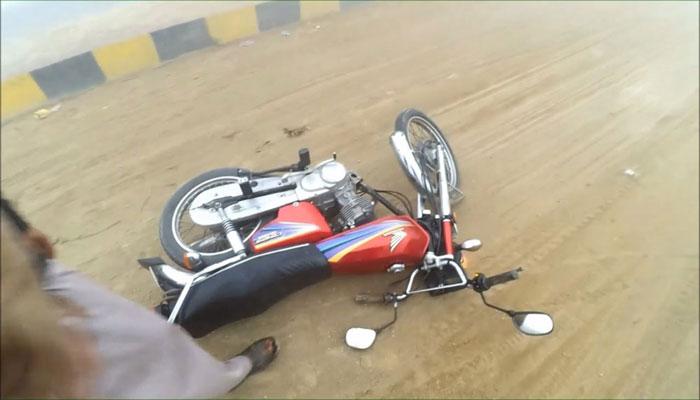 لاہور: تیز رفتار گاڑی کی ٹکر، موٹر سائیکل سوار جاں بحق