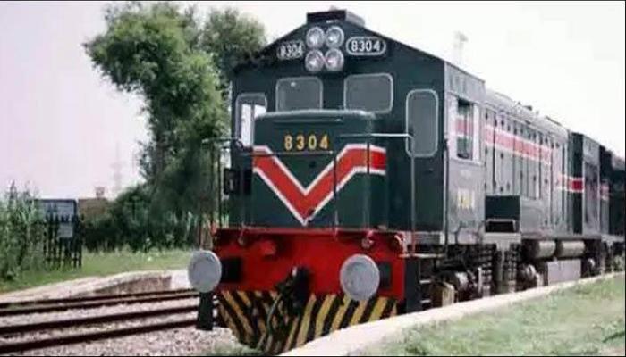 ٹرینوں میں بغیر ٹکٹ سفر، 80 مسافر پکڑے گئے