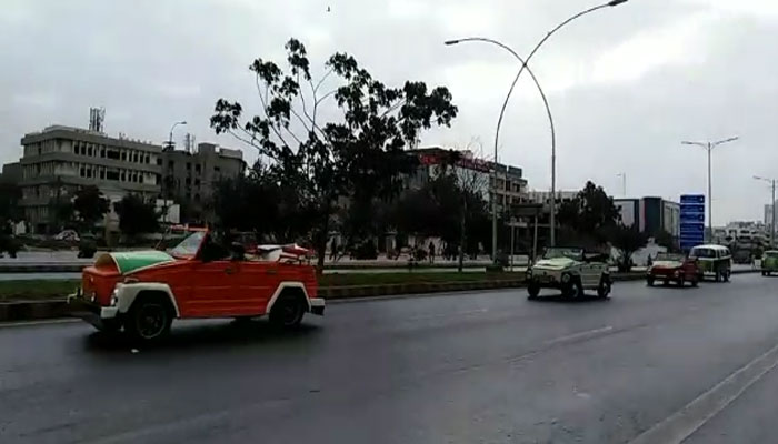 کراچی: اینٹی نارکوٹکس فورس کی پرانی گاڑیوں، سائیکلوں میں ریلی