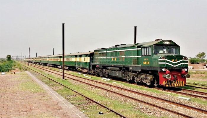 کراچی: ٹرین کی ٹکر سے 1 شخص جاں بحق