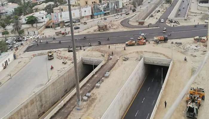 کراچی: بلڈنگ گرانے کے باعث سب میرین انڈر پاس ٹریفک کیلئے بند