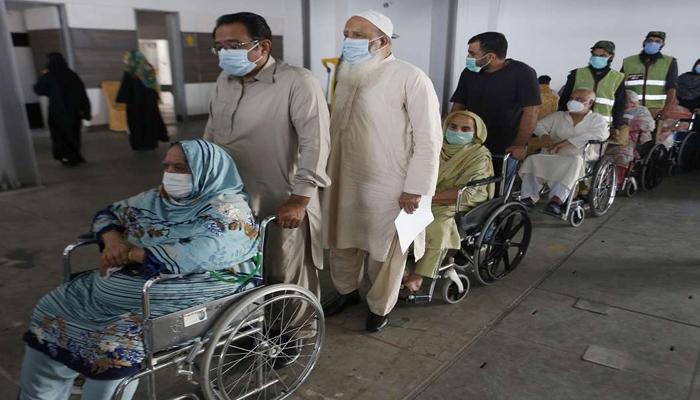 کراچی ایکسپو سینٹر میں ویکسینیشن اتوار کے روز بھی جاری