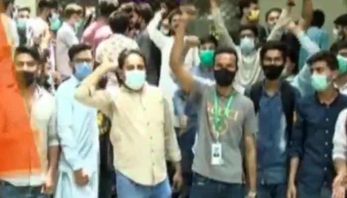 لاہور : ویکسی نیشن سینٹرز کے کمپیوٹر آپریٹرز کو مکمل تنخواہ مل گئی