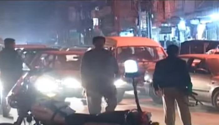 پشاور، حیات آباد میں فیکٹری کے گیٹ کے قریب دھماکا