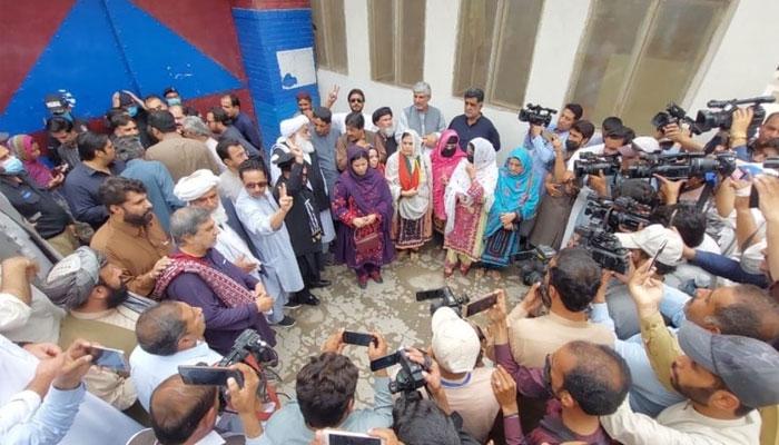 کوئٹہ: اپوزیشن کے 14 ارکان اسمبلی تاحال تھانے میں موجود