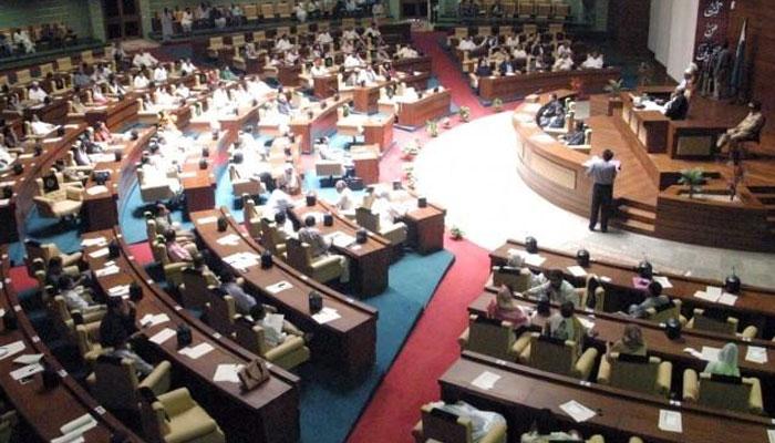 سندھ اسمبلی میں اپوزیشن چارپائی اور بستر لے آئی