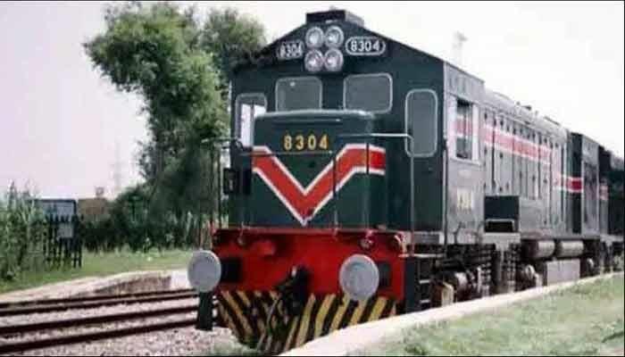ٹرینوں کی رفتار کم کرنے کے احکامات، کراچی آنے جانے کے سفر میں دو گھنٹے اضافہ
