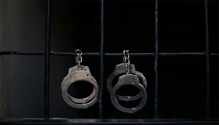 کراچی: ہوٹل پر چھاپہ، کورٹ سے مفرور 2 ملزم گرفتار