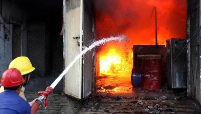 کراچی، اورنگی ٹاؤن کے گودام میں آتشزدگی