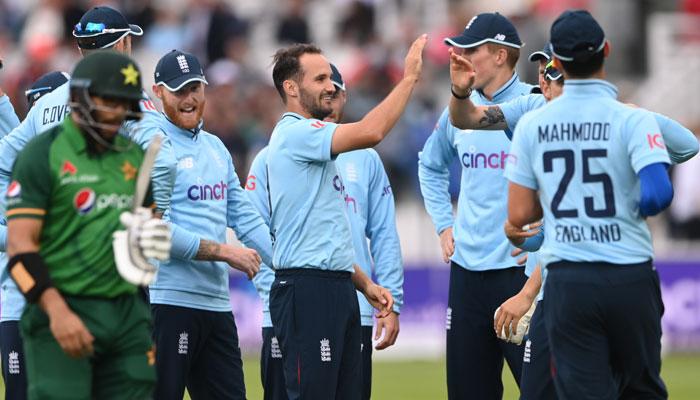 کمزور انگلینڈ دوسرے ون ڈے میں بھی کامیاب، سیریز میں 0-2 کی ناقابلِ شکست برتری