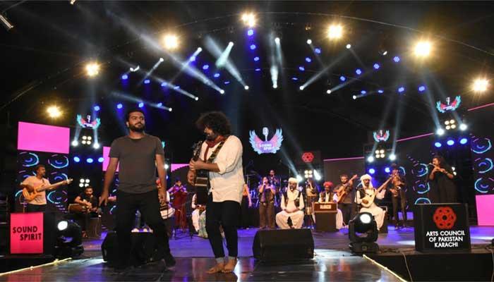 کراچی آرٹس کونسل میں میوزک اکیڈمی کے گلوکاروں سمیت مختلف بینڈز کی شاندار پرفارمنس
