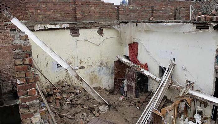 فیصل آباد میں بارش اور آندھی، چھتیں گرنے سے 8 افراد زخمی