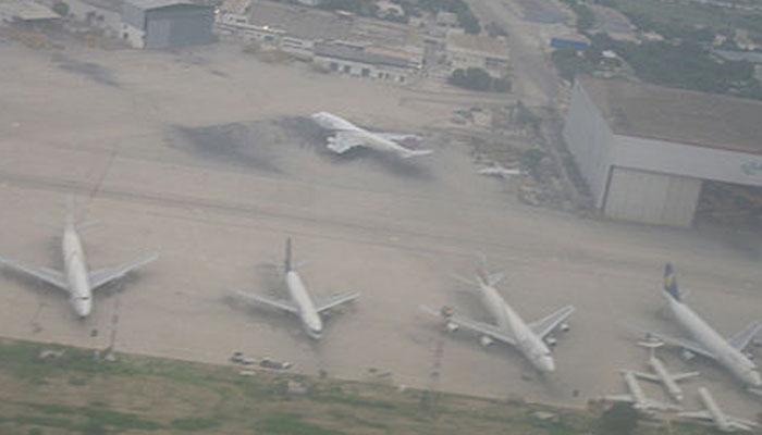 کراچی: CAA کا ایئر پورٹ پر کھڑے طیارے باندھنے کا حکم