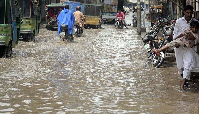 پنجاب میں بارش، حادثات میں درجنوں افراد زخمی