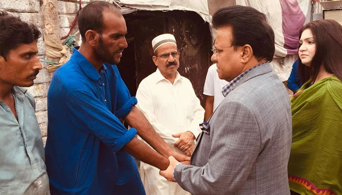 Lahore: Provincial minister arrives at the house of a child who was killed by a dog bite