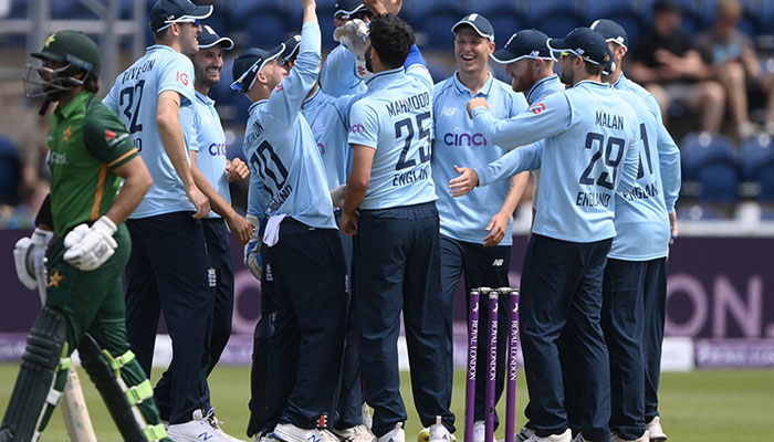 Third ODI: England decide to bowl after winning the toss